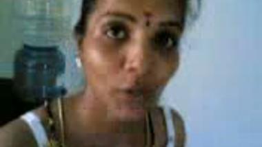 babhi in kitchen