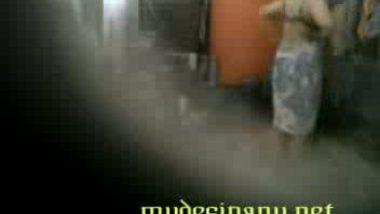 Neighbor aunty hot bath scene captured by voyeur