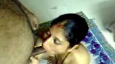 Indian sex movie of village bhabhi given hot blowjob session