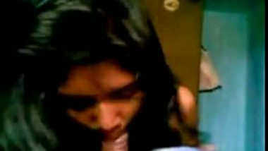 Tempting hot blowjob and home sex of desi