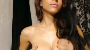 Brunette Camwhore With Golden Tits Dildos Tight Snatch