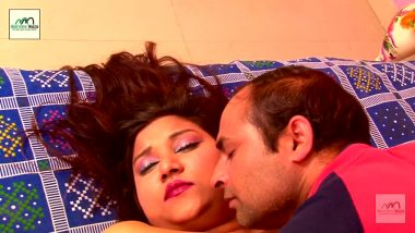 Bollywood aunty enjoyed by servant in bedroom