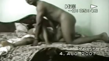 chunky chick sucks dong in Indian porn scandal sex tape