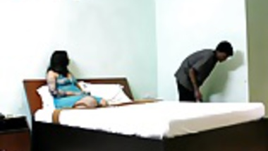 Mona Indian bhabhi teasing young room service boy naked