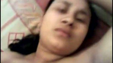 Indian mature aunty Renu's boobs sucking MMS