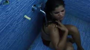 Hot bhabhi ka bathroom romance