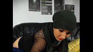 Hot Arabic girl masturbating as an Indian cam girl