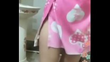 Horny milf from Delhi bathing and drying her body