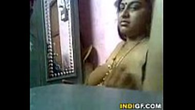 Tamil BBW aunty letting her client to press the huge boobs