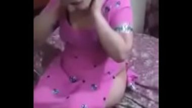 Punjabi Aunty Feeling Shy to Show Nude Body