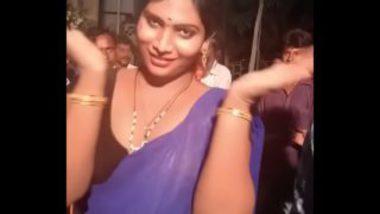 Guntur Record Dance On Road