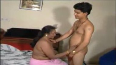 Desi Porn Video Showing Mature Desi Aunty With Young Guy