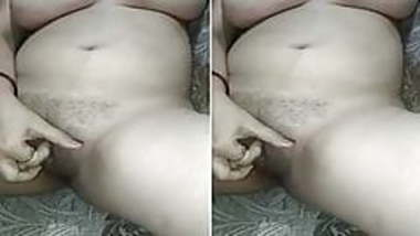 Today Exclusive- Horny Bhabhi Rubbing Her Pus...