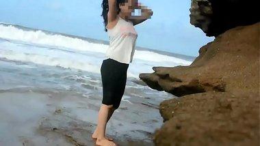 Farhana R real life desi couple fucking at beach