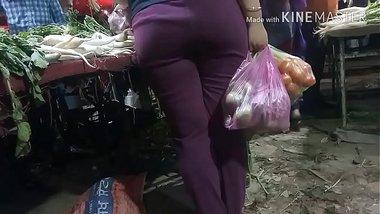 Ayesha ki zaalim gaand in vegetable market