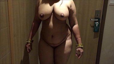 INDIAN DESI WIFE AUNTY SEXY SHOW