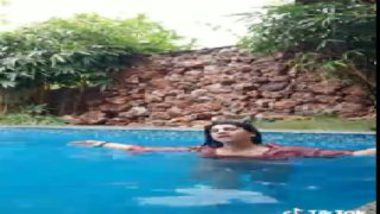 Mallu girl pussy spotted in swimming pool
