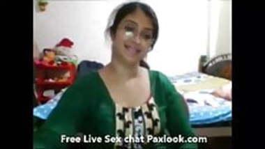 Bhabhi showing boobs and chut