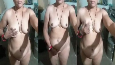 Busty beautiful wife nude selfie MMS video