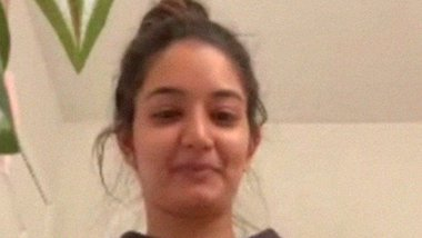 Divorced young Paki girl with online BF