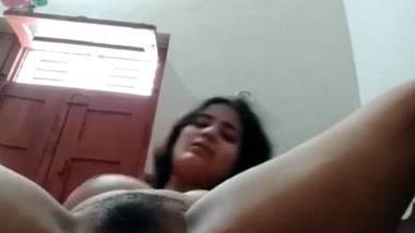 Indian girl FreeHDX fingering video