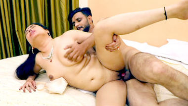 Akeli Bhabi (2020) UNRATED 720p HEVC HDRip Hindi S01E02 Hot Web Series