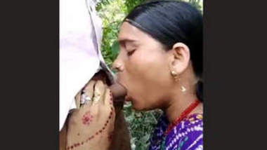 Desi Bhabhi Outdoor Cock Sucking