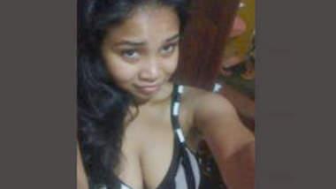 Desi Airline Hottie Girl 3 Bathing Vidos Part 1