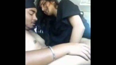 NRI slut enjoys a hardcore fuck with her boyfriend in his car