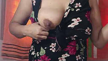 desi babe showing her big boobs on cam