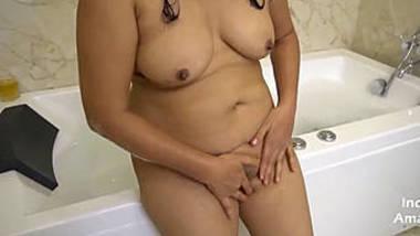 indian bhabhi masturbate with fun in bathtub