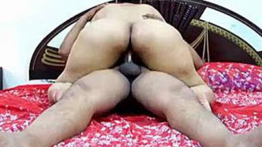 Hot desi fat ass aunty munni riding on the cock and fucking