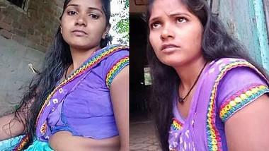 Homely housewife meena bhabhi showing hot navel in home.
