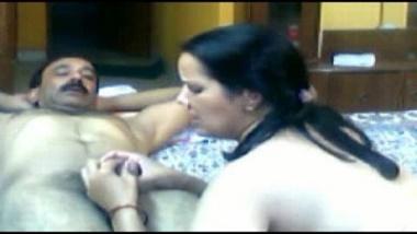 Mature Pakistani wife sensual home sex with desi Hindu uncle