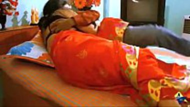Indian adult film of desi aunty in saree seducing foreplay sex