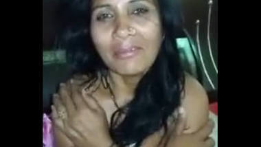Desi mature homely bhabi boobs exposed by lover pussy show
