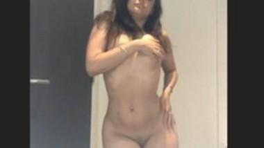 Super Hot NRi Paki Girl Nude Dance