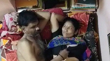 Mature Indian couple fucking video leaked online