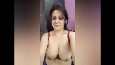 Horny Indian Aunty Showing Huge Tits