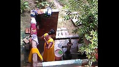 Desi bhabhi aunty hot cam hidden bathing XXX private video