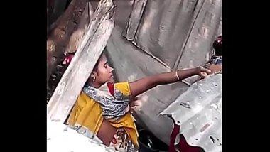 Neighbour bhabhi aunty nude bath secretly captured on XXX video