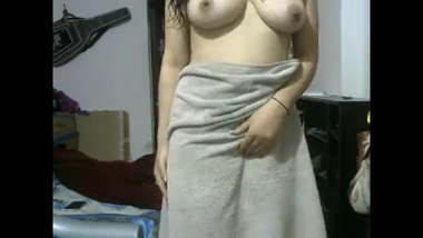 Desi Babe After Shower Showing Herself XXX Naked On Webcam