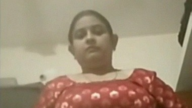 Beautiful Desi bhabhi showing Lovely boobs