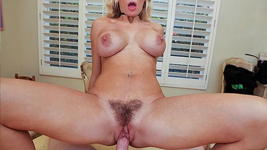 MILFTRIP MILF Bartender Kenzie Taylor Mixes Pussy Juice With Big Dick