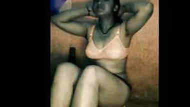 Indian cutie goes in bath to record sex clip in which she washes XXX body