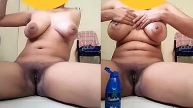 Amateur Desi aunty nicely fingers own greedy XXX sissy in bathroom