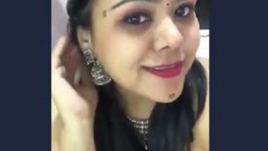 Desi cute bhabi showing her beautiful boobs