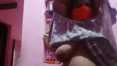 Busty Desi mom takes clothes off to expose her smokin' hot body