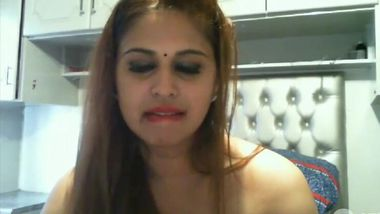 Big-tittied Indian camgirl puts sex toy in mouth and fingers pussy
