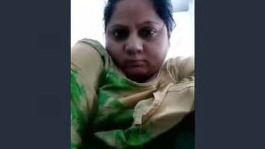 Horny Desi Girl Masturbating